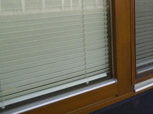 Moskitiera ramkowa okienna.
