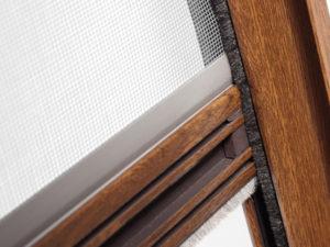 Moskitiera rolowana okienna.